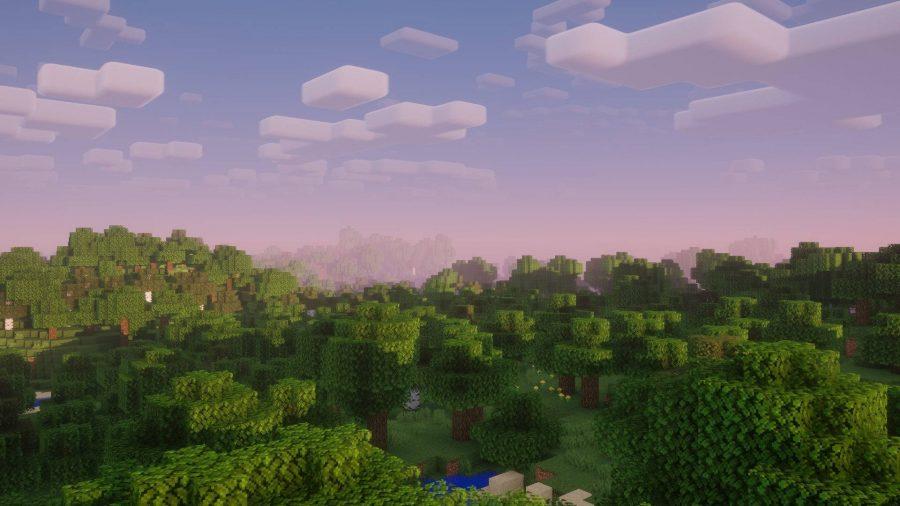 Une vue sur les toits et les arbres dans le Nostalgia Minecraft Shader pendant le coucher du soleil.